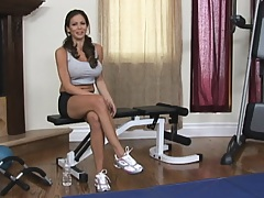 Sporty chick with big tits does a nice workout