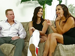 Francesca Le and Holly Michaels threesome with 2 on 1 lesbians and mouth fisting