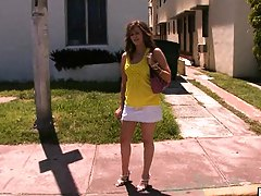 Bang bus babe in a bright yellow shirt Evelyn Mirage