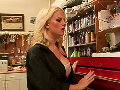 Blonde babe Haley Cummings gets delivery